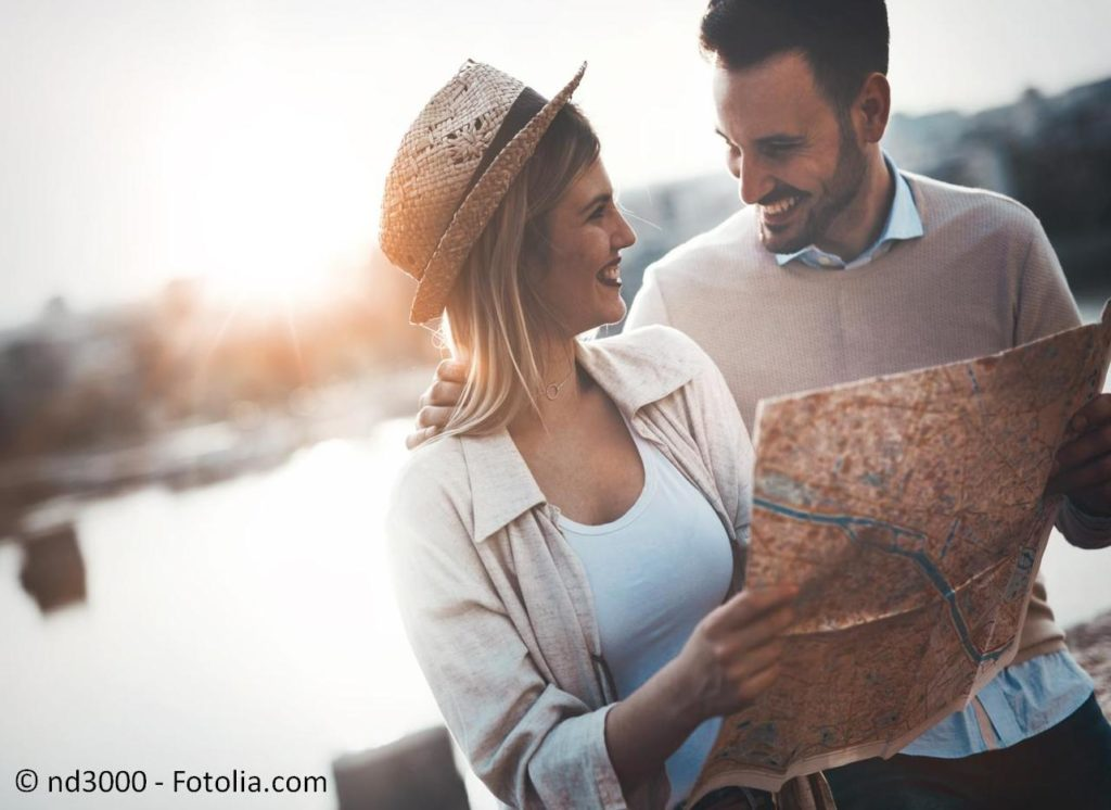 Reisen und Urlaub von der Fernreise bis zu den Flitterwochen buchen - #145729446 | © nd3000 - Fotolia.com
